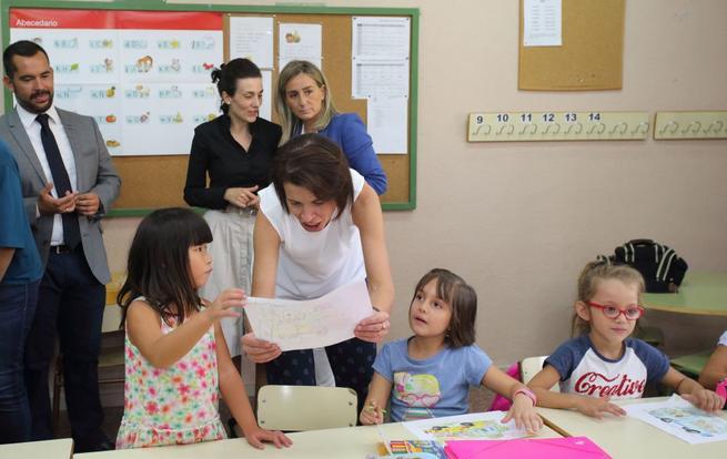 """Imagen: La consejera de Educación inaugura un nuevo curso escolar que sitúa """"al alumno en el centro de atención"""""""