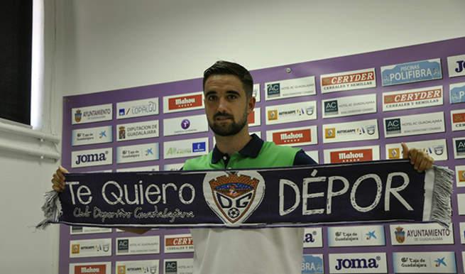 """Imagen: Iván Rubio, en su presentación: """"Cuando te llega  una oferta del Dépor es fácil convencerte"""""""