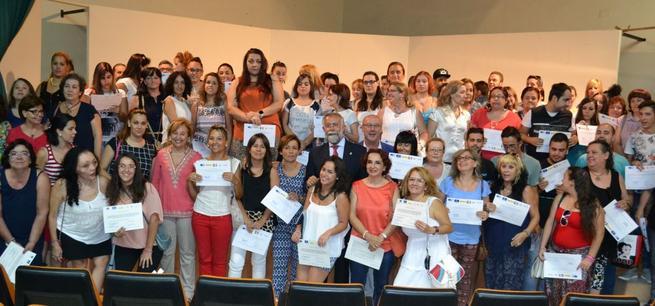Imagen: Entrega de diplomas de los Programas 'Crea Tres-Talavera' y 'Aprende Trabajando'