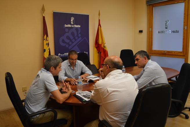 Imagen: La Junta se interesa por el proyecto para conmemorar el IV centenario de la Procesión Camino del Calvario de Cuenca