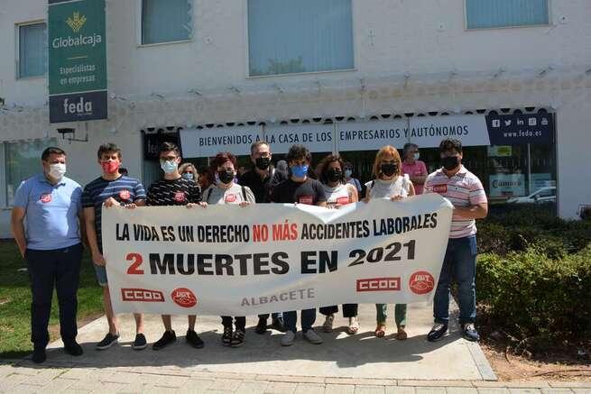 """CCOO y UGT se concentran en Albacete para exigir """"un plan de choque"""" contra la siniestralidad laboral"""