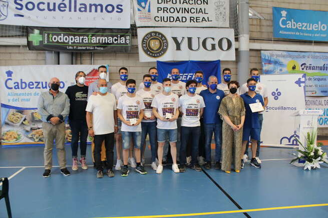 El Ayuntamiento de Socuéllamos homenajea al Cabezuelo CBS por su ascenso a Liga EBA