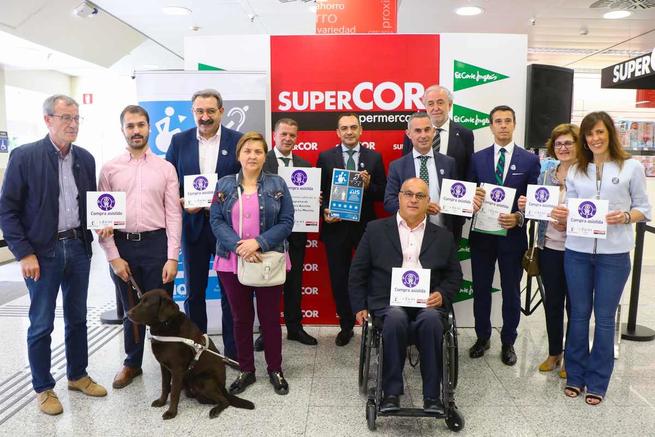 El Gobierno regional comprueba el correcto funcionamiento del servicio de apoyo en la compra para personas consumidoras mayores y con discapacidad