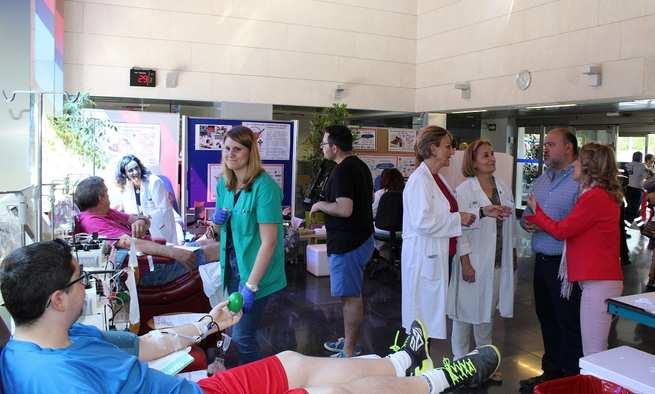 La Hermandad de Valdepeñas conmemora el Día Mundial del Donante de Sangre con una colecta extraordinaria en el vestíbulo del hospital