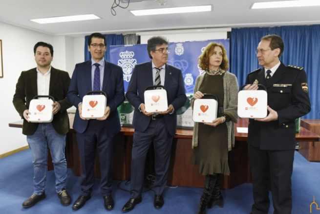 La provincia de Ciudad Real es la primera de España que cuenta con desfibriladores en las comisarías gracias a la Diputación