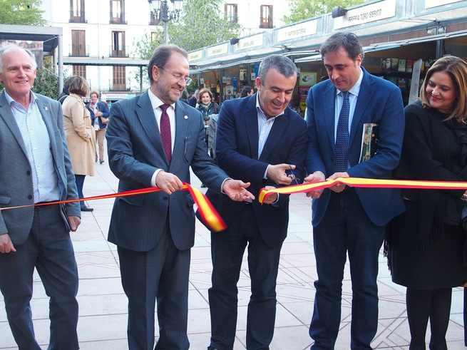 El Pregón del escritor y periodista Antonio Pérez Henares abrirá mañana la Feria del Libro 'Cuenca Lee'