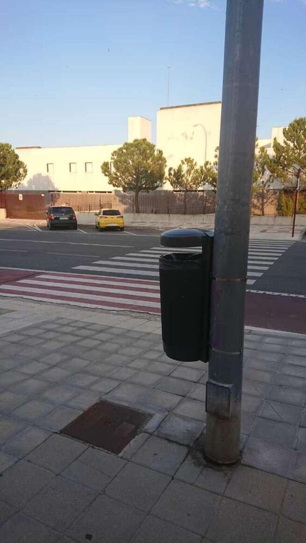 El Ayuntamiento de Guadalajara instala una treintena de papeleras en la zona de Aguas Vivas y entorno de los nuevos juzgados