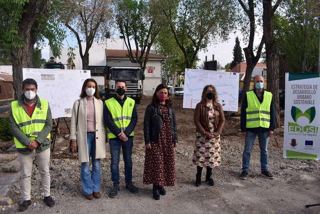 """Pilar Zamora visita las obras del Barrio del Pilar  """"que dignificarán la vida de estos vecinos y vecinas"""""""