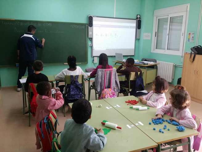 Investigadores de la UCLM trabajan con las últimas innovaciones informáticas para mejorar los procesos educativos en las zonas rurales