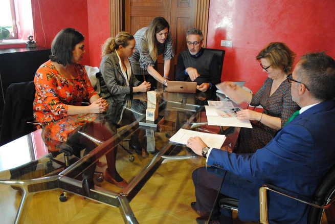 Jesús Martín se reúne con AJE para la organización en Valdepeñas de 'Conecta19'