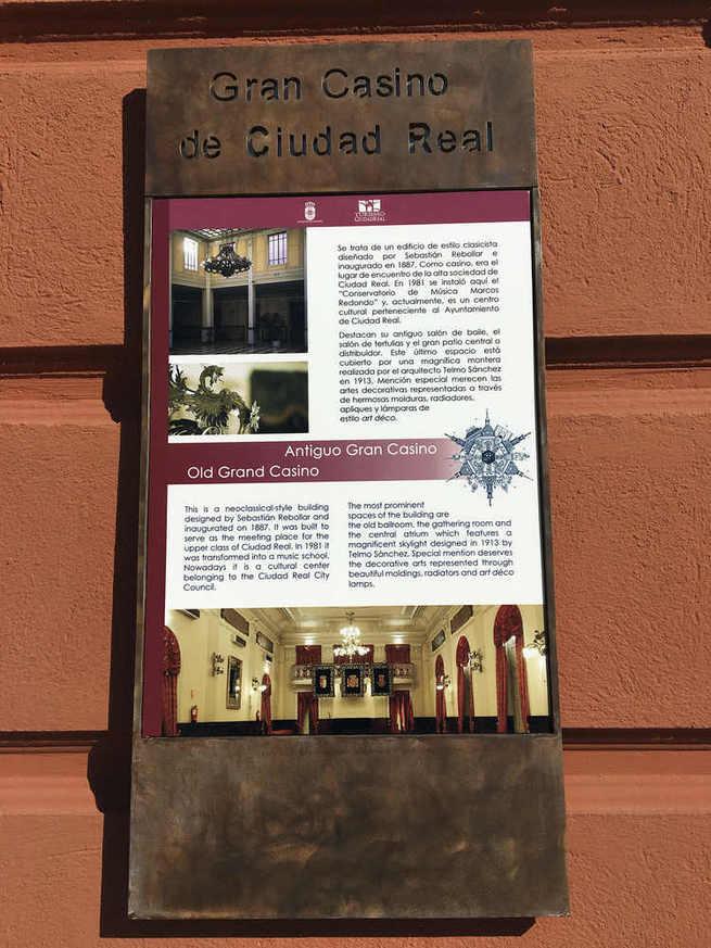 Renovados los paneles informativos en diversos edificios turísticos de la ciudad