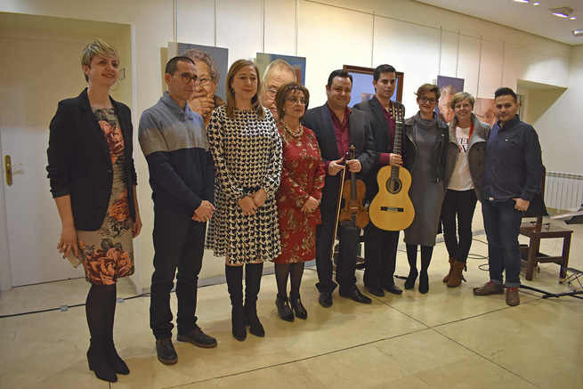 Miguel Ángel Prieto Alonso recita su poema ganador, Testamentum Vitae, en la Gala de Entrega del Premio del X Certamen de Poesía Carmen Arias de Socuéllamos