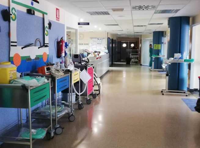 """Enfermeros de la UCI del """"Santa Bárbara"""" de Puertollano tutelan la parte teórica del curso de especialista en cuidados intensivos convocado por el SESCAM"""