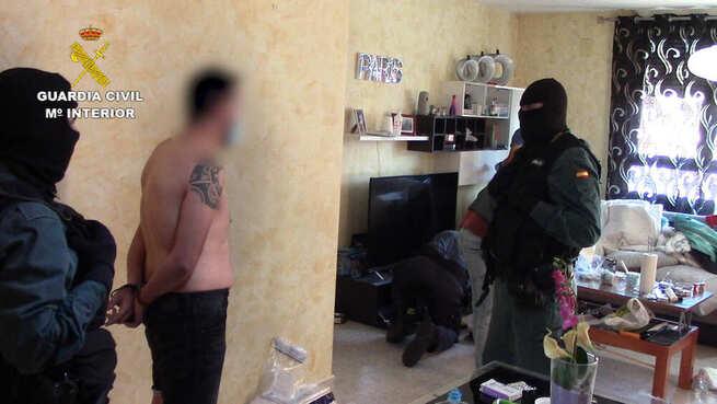 La Guardia Civil ha detenido a 11 personas por delitos de cultivo o elaboración de estupefacientes y defraudación de fluido