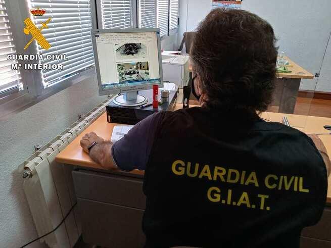 La Guardia Civil instruye diligencias por delitos de falsificación documental y contra el derecho de los trabajadores