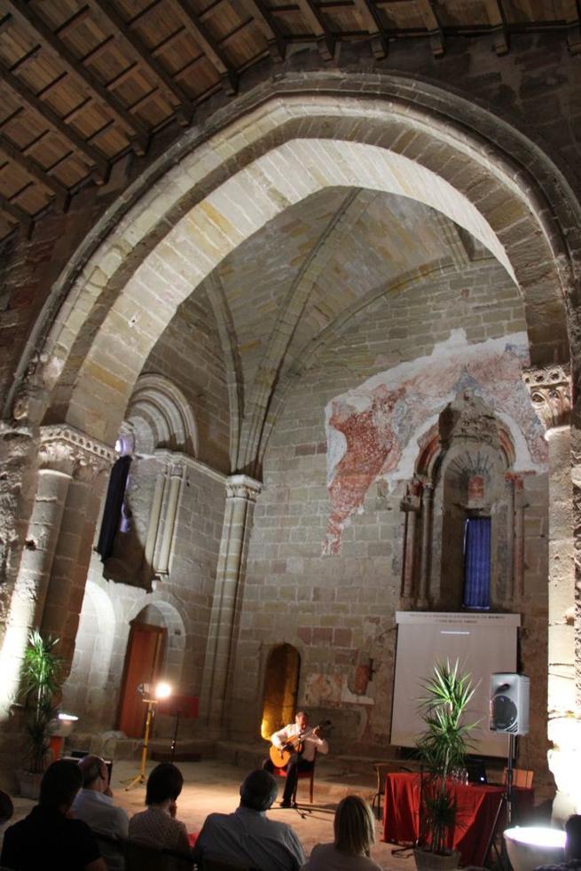 Imagen: Las excavaciones arqueológicas en Santiago han descubierto la piedra fundacional del edificio