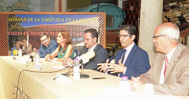 Imagen: Caballero asegura que la Diputación seguirá apoyando la semana de la Zarzuela de la Solana