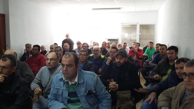 Imagen: Los trabajadores de las contratas se movilizarán todos los miércoles junto con la plantilla de Elcogás para reclamar el Plan de Viabilidad