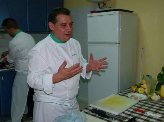 """imagen de El jefe de cocina del parador de Almagro ofrece mañana una conferencia sobre """"el potencial del vino en la gastronomía"""""""