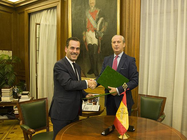 Imagen: La Guardia Civil y Altadis firman un procedimiento operativo de colaboración para combatir el comercio ilícito de tabaco