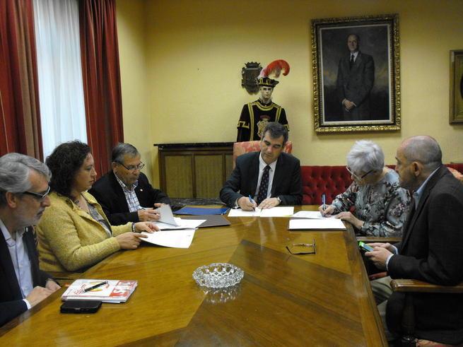 Imagen: Guadalajara suscribe sendos convenios con Cruz Roja y Cáritas para la atención de mayores