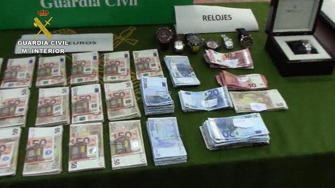 Imagen: La Guardia Civil desarticula una organización criminal dedicada a la recepción y traslado de hachís desde Málaga hasta Francia