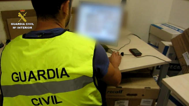 Imagen: La Guardia Civil detiene a una persona por 13 delitos de corrupción de menores a través de Whatsapp