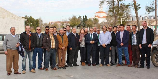 Imagen: Gómez Mora garantiza el apoyo permanente de Caja Rural Castilla-La Mancha a las cooperativas de base