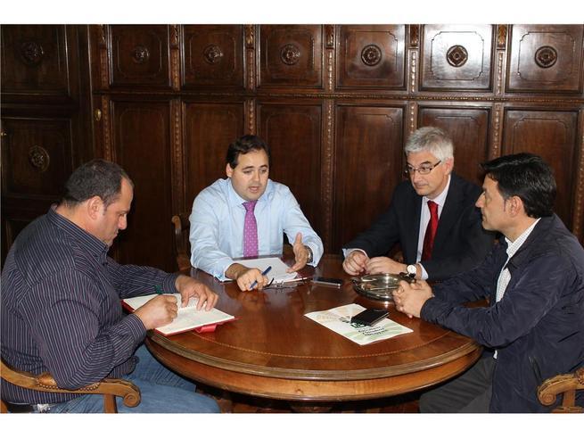 imagen de Francisco Núñez perfila un convenio de colaboración con la UPA para cursos formativos