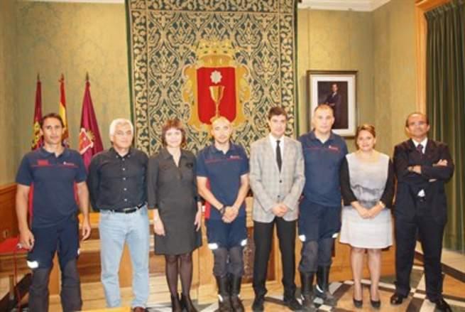 imagen de Toman posesión los dos nuevos cabos de bomberos en Cuenca