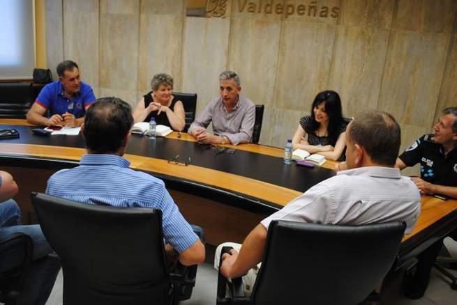 Imagen: El alcalde de Valdepeñas se reúne con los agricultores para tratar la seguridad en el campo