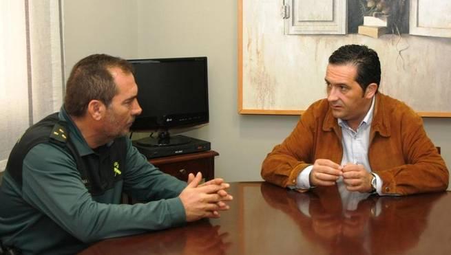 Imagen: Lucas-Torres y el nuevo capitán Villanueva aúnan posturas en torno a la seguridad urbana y rural