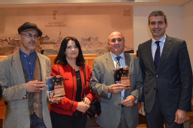 """Imagen: Álvaro Gutiérrez asiste a la presentación de la novela """"una buena tarde para morir"""""""