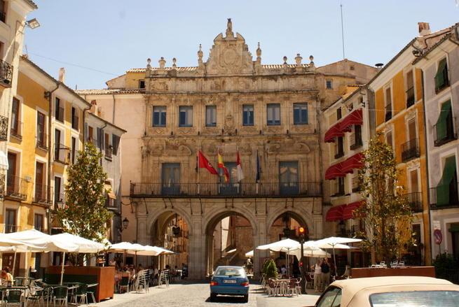 Imagen:  Los alumnos de la UCLM podrán realizar prácticas en el Ayuntamiento de Cuenca para completar su formación académica