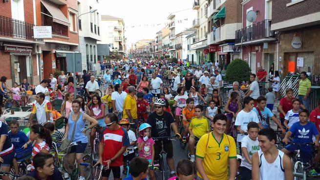 imagen de La energía de más de 1.000 ciclistas vuelve a rodar por las  calles de Calzada de Calatrava en el 32º Día de la Bicicleta