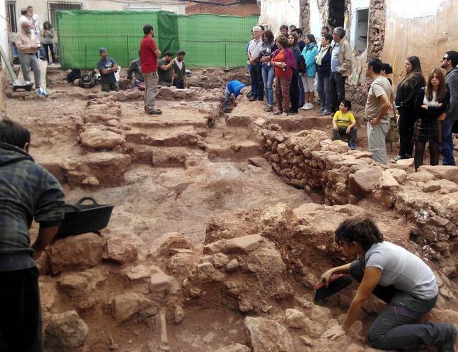 """Imagen: Cientos de personas siguen las huellas de la Prehistoria y de la época Romana dentro de la propuesta cultural """"Campo de Montiel Abierto"""""""