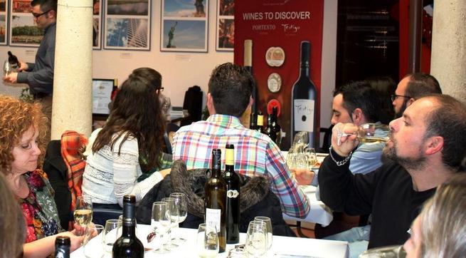 Imagen: El maridaje de productos solaneros continuó con bodegas Romero de Ávila y conservas el Cazador