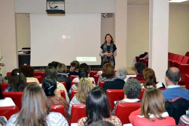 Imagen: La experta Nácar Jiménez amplía los conocimientos de los farmacéuticos sobre tecnología dermocosmética