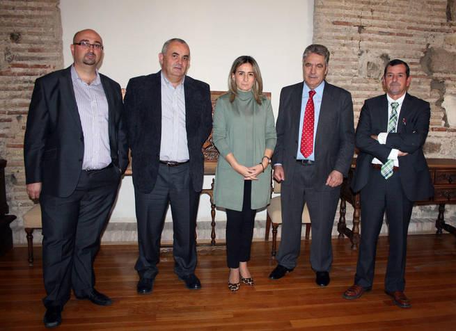 Imagen: Ayuntamiento y DO La Mancha acuerdan su intención de colaborar para enriquecer los actos de la Capitalidad Gastronómica