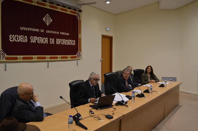 Imagen: Expertos analizan en la Universidad regional la repercusión de la economía sumergida en España
