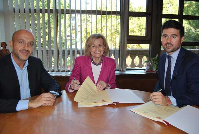 imagen de La Alcaldesa de Albacete firma un Convenio de colaboración con el Presidente de AJE por valor de 10.000€ para la promoción de la iniciativa emprendedora y de la actividad empresarial