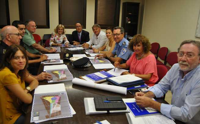 imagen de La Alcaldesa de Albacete informa sobre las decisiones tomadas en la reunión mantenida por la Junta Local de Seguridad de cara a la Feria 2014