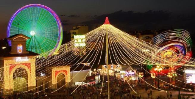 Imagen: La Feria de Albacete recibe la insignia de oro de la Federación Castellano Manchega de Folclore