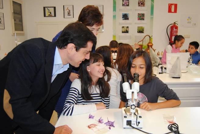 Imagen: Javier Cuenca apuesta por inculcar a los alumnos albaceteños conocimientos sobre el azafrán como bien cultural y económico