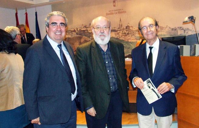 Imagen: La RABACHT en la entrega de títulos de socios de honor de la Biblioteca CLM
