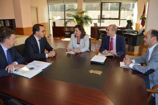 Imagen: Globalcaja ofrece a la Consejería de Economía, Empresas y Empleo su colaboración en la prefinanciación para los ayuntamientos del Plan Extraordinario por el Empleo