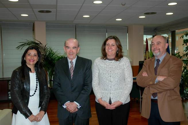 Imagen: La consejera de Economía conoce los diferentes proyectos de la Fundación Horizonte XXII, de Globalcaja