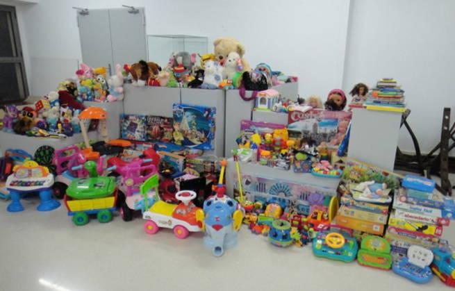 Imagen: La Biblioteca de Valdepeñas agradece la colaboración ciudadana en la campaña de recogida de juguetes