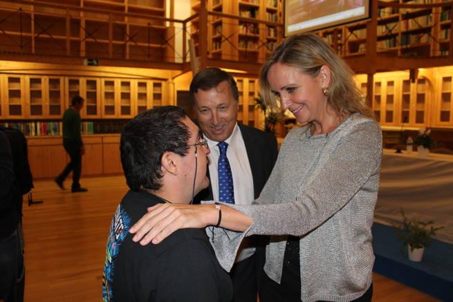 imagen de Casero recoge, en nombre de la presidenta Cospedal, la medalla de oro de ASPADEC