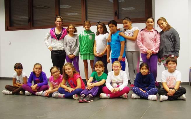 imagen de Una veintena de niños asisten a las clases de pequezumba en Corral de Almaguer